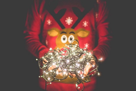Person-in-Christmas-sweater-with-lights